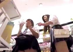 【盗撮動画】今どきJKを尾行して素行調査!ギャル系の見た目でも制服スカートの中はしっかりと白パンツだったwwの画像