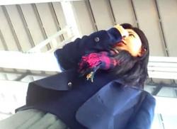 【盗撮動画】JK専門ストーカーに目を付けられた悲運なJKちゃんが連日パンチラ逆さ撮り被害に遭った際の危険な映像!の画像
