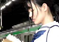 【個人撮影】某大河女優レベルのS級美少女JKが痴漢の罠にハマる!無理やりチンポを挿入され2度に渡る中出しレイプで人生終了の模様・・・の画像