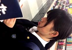 【盗撮動画】これはJKというよりJCなのかも・・あどけない制服少女の可愛すぎるバックプリントおぱんちゅ♪の画像