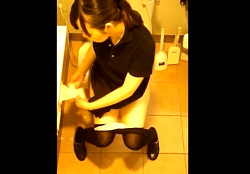 ショッピングセンターの女子トイレで盗撮事案!社員証を付けた店員さんも登場する激ヤバ映像の画像