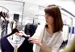 【逆さHERO】清楚#038;美人なショップ店員さん、純白おぱんつが股間に食い込みまくりwwwの画像