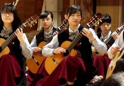 コンサートに出演の超絶美少女JKちゃん、片膝立て演奏で純白パンチラしてしまうwww(動画あり)の画像
