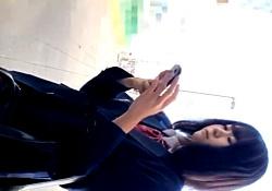 【※動画あり】ストーカー男、とんでもない大作JKパンチラ(21分22秒)をアップしはじめる・・・の画像