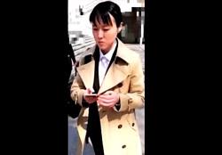 就活生の定番コートを着たリクスーJDちゃん、スト越しの純白パンティーを手撮りで盗撮されるの画像