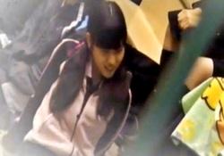 【ガチ】部活中のツインテジャージJKちゃん、体育館の女子トイレに入った所を盗撮される・・・の画像
