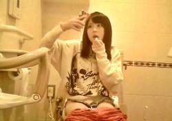 【ガチ】某アイドルのトイレ盗撮に成功した本物映像、ネットに出回ってしまうの画像