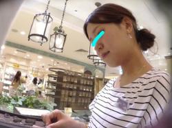 「ペアリングを探しに#8230;」ジュエリーショップの清楚な店員さんの食い込み白パンティーを接客盗撮【逆さHERO】の画像