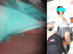 スポーティータイプのミニスカJKちゃんの丸いお尻と純白パンチラ【kakurega】の画像