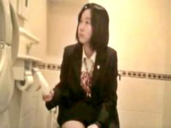 """伝説の女子トイレ""""ガチ""""盗撮「ヤングガールトイレ」の幻の制服女子ver、ネットに出回っていた・・・の画像"""