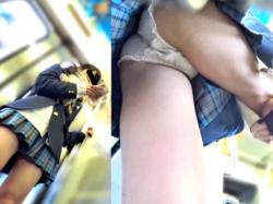 激カワJKの逆さ撮り(前後)と靴下直しのもも上げを見事に捉えたパンチラ盗撮動画、激シコにもほどがあるww(あどくろ)の画像