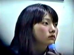 【電車対面】ガード硬めの童顔OLちゃん、赤外線カメラで強引にパンチラ盗撮されるwwwwの画像