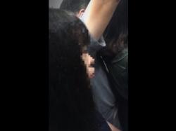 【本物痴漢】満員電車でうつむいてるこのOL、尻に勃起チ●ポを押し付けられてます・・・(動画あり)の画像