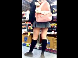 """家電量販店でJC疑惑の制服娘を撮影した""""この盗撮動画""""の犯罪臭がハンパじゃない件の画像"""