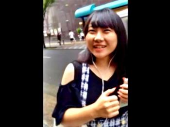 【動画】バレ必至!逮捕覚悟の声かけスカートめくりで美女3名のパンチラ盗撮をする無敵の人の画像