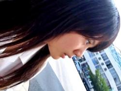 このアイドル顔の美少女JKに声掛け→スカートめくりあげるパンチラ盗撮動画って最高だったよなwの画像
