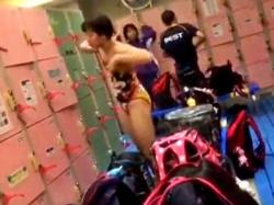 一旦削除されていた水泳部の女子生徒の着替え盗撮動画、復活していた模様。急げ・・!の画像