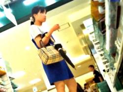 女子高生?黒髪清楚で真面目そうな女の子を逆さ撮りしたらやっぱり「純白パンティ」だった!(盗撮動画)の画像