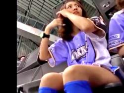 某プロ野球チームの美人すぎるチアリーダー、観客にスカートの中を盗撮されてしまう(動画あり)の画像