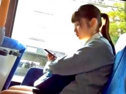 SSS級の美少女JKの対面と青チェJKの縞パンを逆さ撮りしたこの盗撮動画のクオリティが高すぎてヤバいwwwの画像