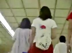 危険!おしゃれして繁華街に繰り出すミニスカJCをターミナル駅で粘着&パンチラ撮り!(動画あり)の画像