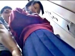 【痴漢】三編みのジャージ制服JKちゃん、エレベーターで知らない男と2人きりになった結果・・・(動画あり)の画像