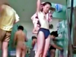 若い娘が集う銭湯女子風呂で洗い場から脱衣所まで盗撮する女撮り師が優秀すぎる(動画あり)の画像