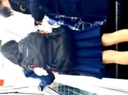 家電量販店で健康美脚のオタク系JKをじっくり盗撮してきたから見てくれwwww(動画あり)の画像