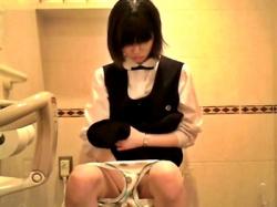 【必見】JKトイレ盗撮(ガチ)の最強動画、ついに決定するの画像