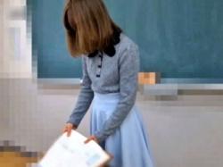 女教師のパンチラを変態生徒が盗撮する伝説の動画(ロングver.)、公開されるの画像