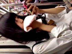 タオル必須の汗かきJKちゃん、部活終わりの蒸れ蒸れの制服スカート内を盗撮される(動画あり)の画像