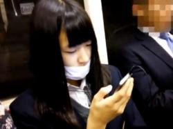 清潔そうな顔してシミ付き綿パンツの制服JKちゃん、3日分のパンチラ盗撮動画を晒される・・・の画像
