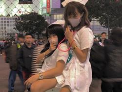 渋谷ハロウィンに集まった、すぐにヤレそうな仮装コスプレ女さんたちのパリピってる画像まとめ!の画像