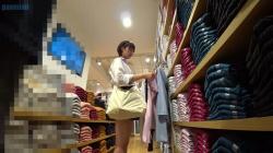 ショートカットの美JKさんがショッピングに夢中になってる隙狙ってパンツ隠し撮りしてる映像!の画像