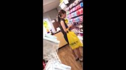 ショッピングしてる可愛い若者さんを徹底マークしてスカート逆さからパンツ隠し撮りしてる映像!の画像