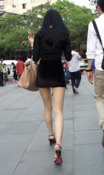 街の様々な場所で隠し撮られたエロい画像まとめ!綺麗な脚やお尻、透けやパンチラなど→47枚!の画像