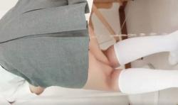 【スカトロ オシッコ】女子校生が保健室でおしっこ大量おもらし!着衣放尿がエロすぎる!!の画像