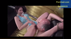 【痴女ギャル・飲尿シーン】M男を縛り付けておしっこぶっかけたり寸止めフェラで責めまくる!【スカトロ】の画像