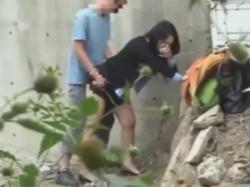 【セックス盗撮動画】昼間から野外で援助交際する若妻!金を受け取ったら人気のない場所に移動しフェラにクンニにバックハメ!の画像