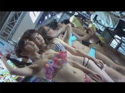 【水着盗撮動画】東京オートサロンで行われていた水着ショーでセクシーなビキニギャルの股間やお尻をズーム撮り!の画像