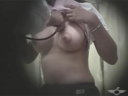 【JK健康診断盗撮動画】最近の女学生のおっぱいの発育はけしからん!学校で身体検査を受ける巨乳女子生徒たちを隠し撮り!の画像