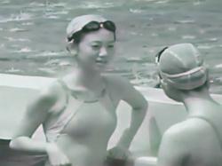 【競泳水着盗撮動画】学校のプールで練習中の美少女を発見!赤外線カメラで透過撮影しうっすらと透ける乳首!の画像