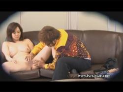 【無修正盗撮動画】AVの面接に来た人妻!悪そうな面接官に身体を触られ実技面接でおまんこに生チンポをハメられる!の画像