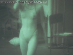 【競泳水着盗撮動画】有能過ぎる赤外線カメラでハイレグな競泳水着を着た水泳部員の乳首とマン毛を透視する!の画像