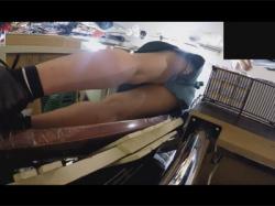 【逆さ撮り盗撮動画】ドンキホーテのアルバイト店員を逆さ撮り!キュロットスカートの隙間からプリントパンツを撮る!の画像