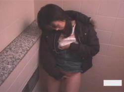 【トイレ盗撮動画】トイレで排泄ついでにオナる女性って意外と多い!?女性2人の便所自慰を頭上から隠し撮り!の画像
