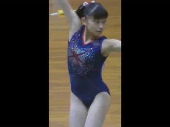 【体操女子盗撮動画】お尻もおっぱいも発育途上!清楚なポニーテールの少女の平均台での演技をエロ目線撮り!の画像