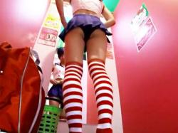 【コスプレ試着室盗撮動画】イベント用に『艦これ島風』の衣装を試着する女子校生の着替えを隠しカメラ撮りwwの画像