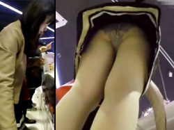 【パンスト逆さ撮り盗撮動画】文具店で可愛いペンを探す私服姿の女子生徒…美脚アングルからフルバックパンツを隠し撮りwwの画像