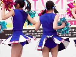 【JKチアガール盗撮動画】高松中央高校のチアリーディング部が高松市のイベントでパンチラ&脇チラのコンボを隠し撮りwwの画像